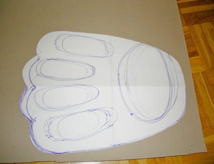 Pfötchen Vorlage und Boden für das Wellpappe-Kratzboard zuschneiden