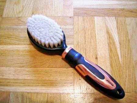 NOIR Bristle Brush Pflegebürste